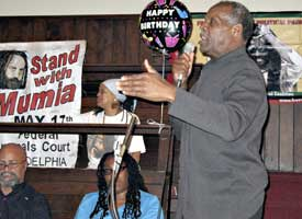 Actor Danny Glover speaks at<br>&#8216;Free Mumia&#8217; rally.