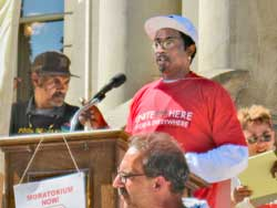 Robert Pratt of UNITE HERE at<br>Michigan rally to stop foreclosures.