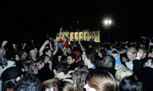 Rally surrounds the White House.