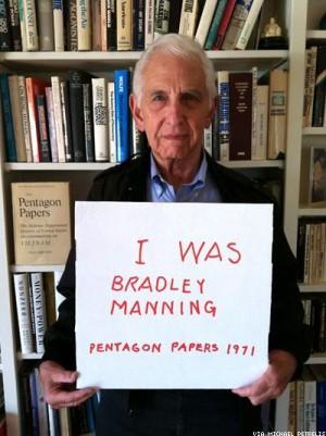 Whistleblower Daniel Ellsberg supports B. Manning.