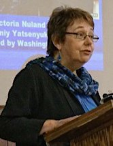 Sara Flounders speaking at Chicago Ukraine meeting, April 12. WW photo:  Patricia Linarez