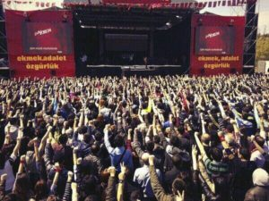 Group Yorum Concert, Istanbul, April 13. 'An Independent Turkey: Bread, Justice, Freedom.'Photo: Halkin Sesi TV