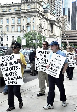 Protest at Detroit Water & Sewerage headquarters, June 6.WW photo: Kris Hamel