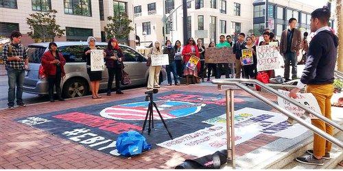 Youth demand refugee status for children seeking asylum at the border.WW photo: Terri Kay