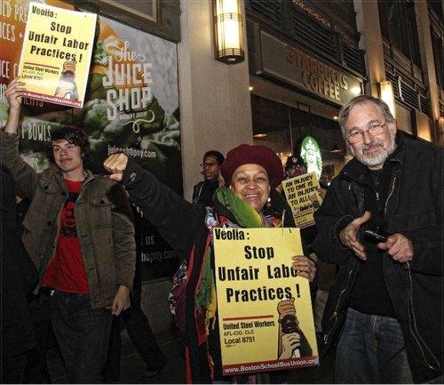 Pam Africa with Stevan Kirschbaum at solidarity picket for Boston bus drivers.WW photo: Brenda Ryan