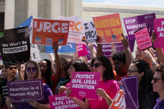 Protest outside misogynist Supreme Court, May 21 2019.