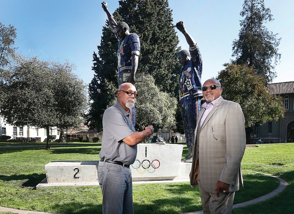 Tommie_Smith_and_John_Carlos_with statue