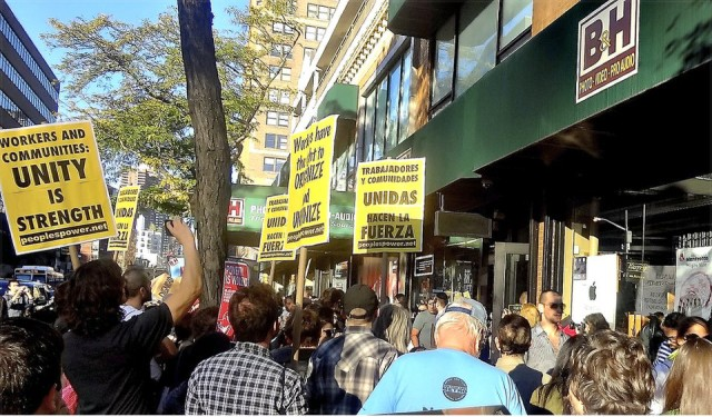 Protest outside B&H showroom Oct. 11 kicked off organizing campaign that led to victory Nov. 4.WW photo: John Catalinotto