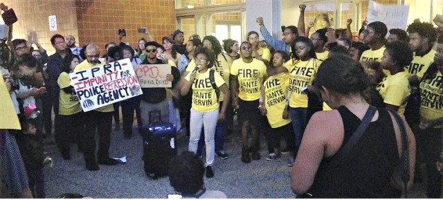 Protesters outside Police Board hearing in Chicago.WW photo: Danielle Katz