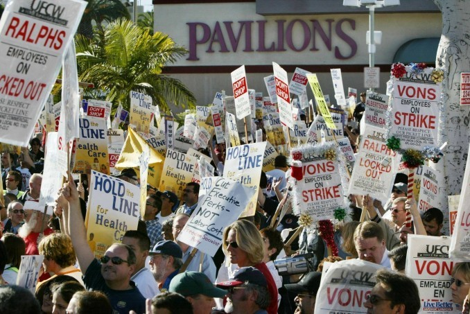 Los Angeles grocery workers strike in 2003.
