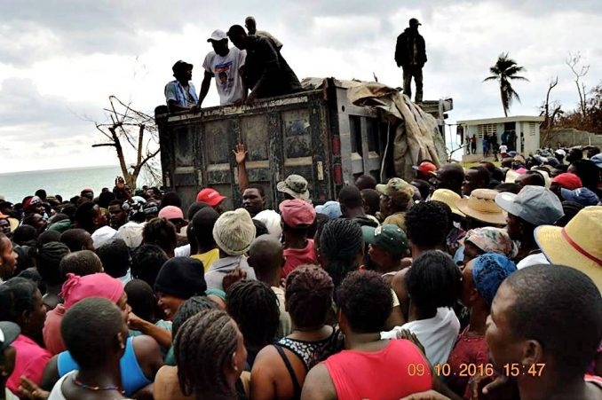 Caravan from Fanmi Lavalas brings aid to survivors who lost everything.