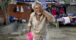 A man applies water to his face to cool himself in India as temperatures remained  near 122°F.