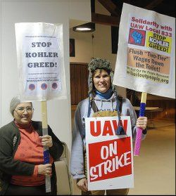 Babette Grunow of Wisconsin Bail Out the People Movement at the UAW Local 833 Emil Mazey hall with striker Dec. 13.