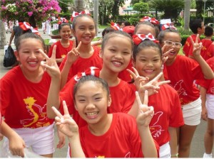 Vietnamese children at rehearsal for victory commemoration.WW photo: Joyce Chediac